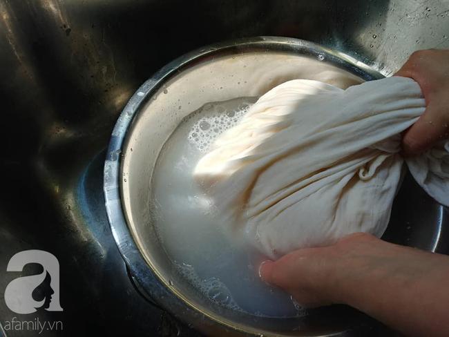 Chỉ dùng chanh và muối bạn có thể làm đậu hũ thật dễ dàng theo cách dưới đây - Ảnh 5.