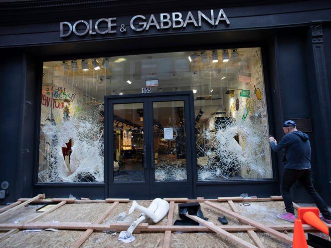 Khi biểu tình trở nên biến chất: Cướp bóc, đập phá, hôi của tràn lan khắp nước Mỹ - Ảnh 8.