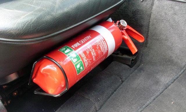 Không tốn mấy tiền nhưng đây là những thứ nên mua để bảo vệ xe ô tô của bạn trong những ngày nắng nóng - Ảnh 10.