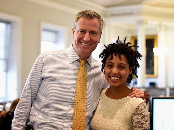 Thị trưởng New York nói về con gái bị bắt trong cuộc biểu tình: Con bé chỉ muốn nhìn thấy một thế giới tốt đẹp và hòa bình hơn - Ảnh 1.