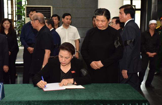 Chủ tịch QH Nguyễn Thị Kim Ngân, Thủ tướng Nguyễn Xuân Phúc tiễn biệt ông Vũ Mão - Ảnh 4.