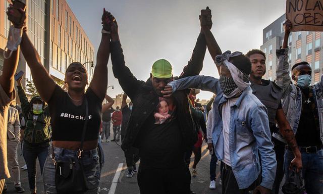 Điểm lại những vụ sát hại, phân biệt chủng tộc gây rúng động tại Mỹ - ảnh 2