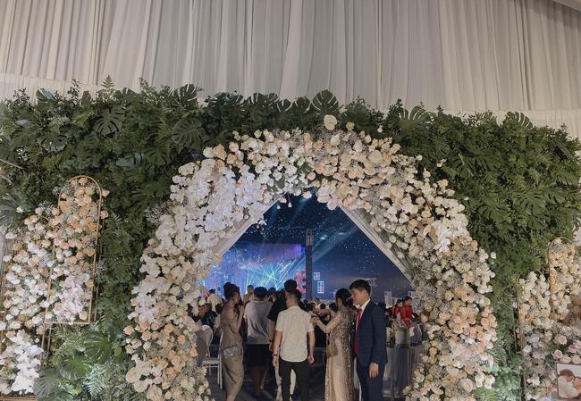 Xôn xao siêu đám cưới tại Ninh Hiệp: Dựng lâu đài trên 1600m2, gần 200 người kì công chuẩn bị và loạt sao bự tham dự - Ảnh 3.