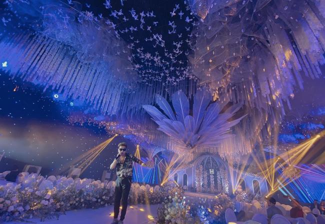 Xôn xao siêu đám cưới tại Ninh Hiệp: Dựng lâu đài trên 1600m2, gần 200 người kì công chuẩn bị và loạt sao bự tham dự - Ảnh 4.