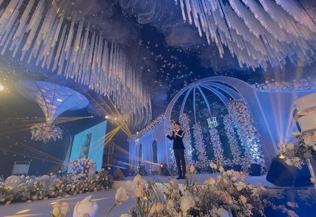 Xôn xao siêu đám cưới tại Ninh Hiệp: Dựng lâu đài trên 1600m2, gần 200 người kì công chuẩn bị và loạt sao bự tham dự - Ảnh 5.