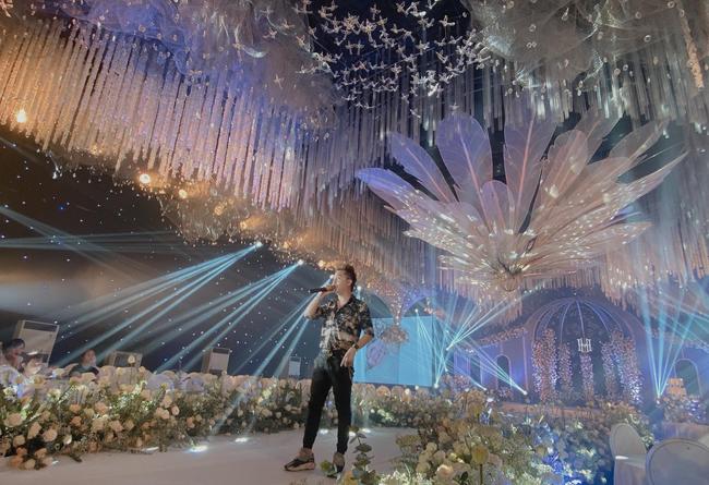 Xôn xao siêu đám cưới tại Ninh Hiệp: Dựng lâu đài trên 1600m2, gần 200 người kì công chuẩn bị và loạt sao bự tham dự - Ảnh 6.