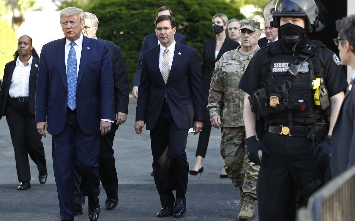 """60 phút hỗn loạn sau tấm ảnh ông Trump ở nhà thờ: BTQP Mỹ và tướng 4 sao bị """"xoay"""" thế nào?"""