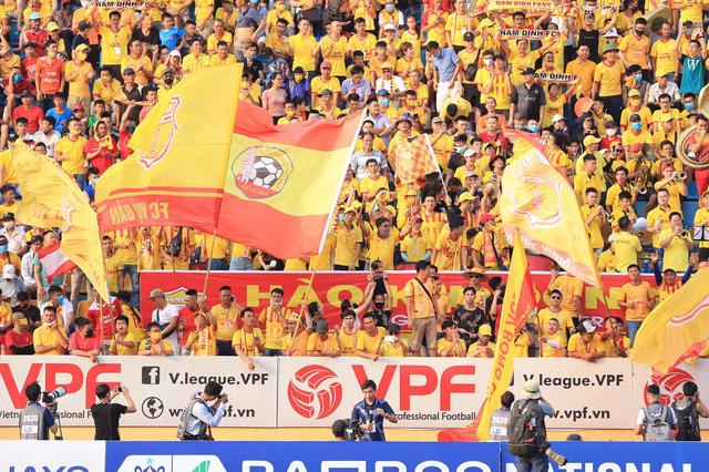 Hùng Dũng, Quang Hải có thể thi đấu tại J-League - Ảnh 2.