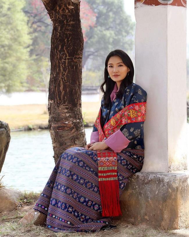 Hoàng hậu vạn người mê Bhutan đón tuổi mới chỉ bằng một tấm hình nhưng cũng đủ khiến hàng triệu người xốn xang vì quá hoàn mỹ - Ảnh 2.