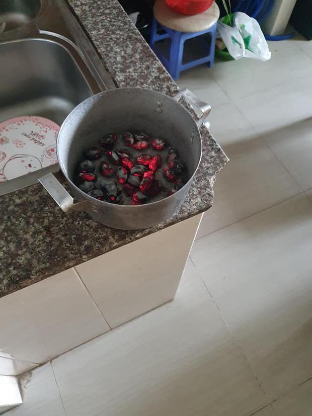 """Mẹ ở quê mang lên cho quả mít, cô gái tận dụng luộc ăn cả hạt và cái kết """"khét lẹt"""" - ảnh 3"""