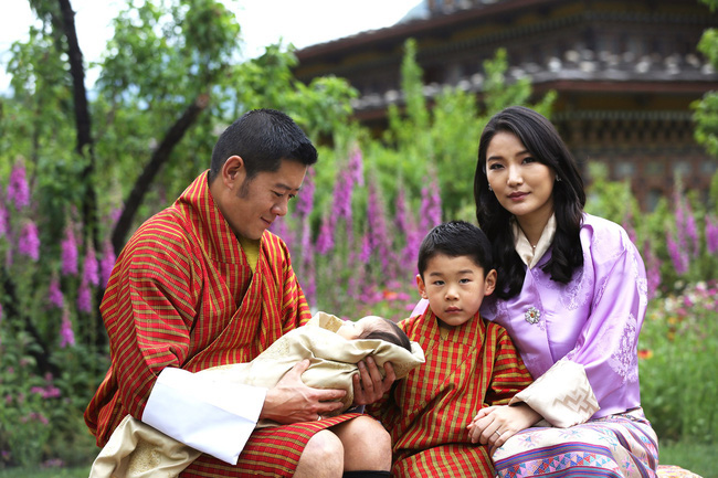 Hoàng hậu vạn người mê Bhutan đón tuổi mới chỉ bằng một tấm hình nhưng cũng đủ khiến hàng triệu người xốn xang vì quá hoàn mỹ - Ảnh 4.
