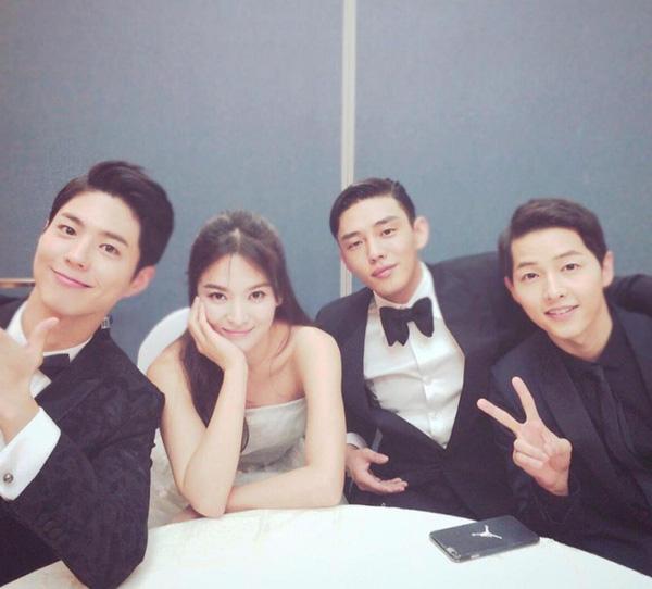 Ẩn tình nào phía sau mối quan hệ nguội lạnh tàn tro của Song Joong Ki và Park Bo Gum: Xem nhau như ruột thịt nhưng quay lưng đã trở thành người dưng? - Ảnh 4.