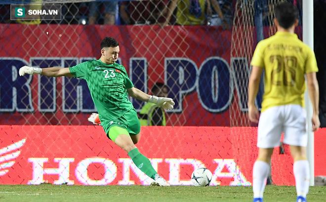 Đặng Văn Lâm bất ngờ được so sánh với loạt thủ môn ngôi sao của châu Á