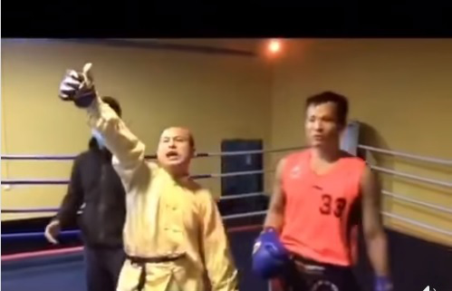 Bị đánh túi bụi phải xin đầu hàng, võ sư Trung Quốc vẫn… ngạo nghễ ăn mừng - Ảnh 3.