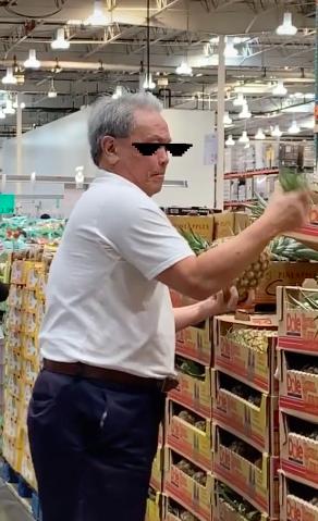 Vào siêu thị mua trái dứa, người đàn ông có hành động đặc biệt trước khi mang đồ ra thanh toán - ảnh 3