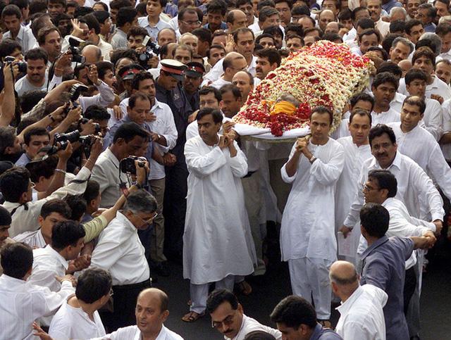 Cuộc chiến tranh giành gia tài của hai anh em tỷ phú Ấn Độ: Huynh đệ tương tàn sau khi cha qua đời, mỗi người một số phận trái ngược nhau - Ảnh 4.