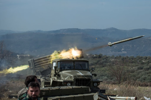 KQ Nga quần thảo trên bầu trời, pháo binh Syria hủy diệt dưới đất ở Idlib - Khinh hạm Thổ rẽ sóng đến giải vây GNA ở Libya - Ảnh 1.