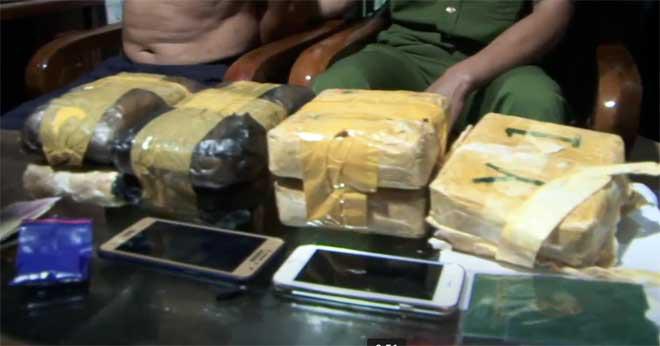 Vừa ra tù lại bị bắt cùng hơn 42 nghìn viên ma túy - Ảnh 3.