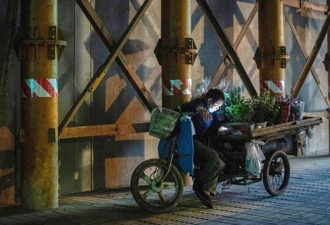 Trung Quốc đặt cược vào bán hàng rong để hỗ trợ hồi sinh kinh tế - Ảnh 1.