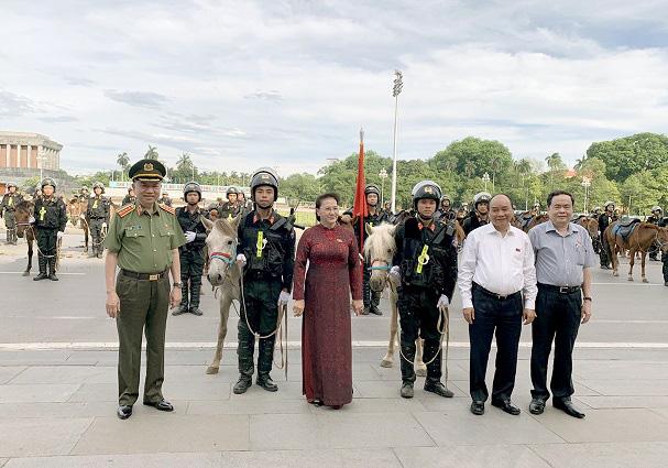 Chủ tịch Quốc hội Nguyễn Thị Kim Ngân nói về việc thành lâp Đoàn Cảnh sát cơ động kỵ binh - Ảnh 3.