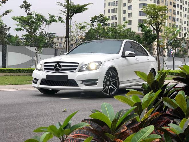 Có 850 triệu, an tâm chọn Mazda3 2020 hay liều mua Mercedes-Benz C300 AMG Plus 7 năm tuổi - Ảnh 1.