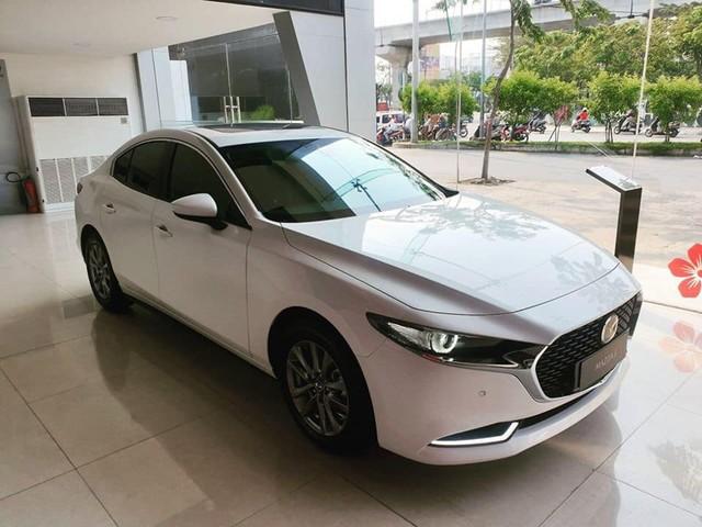 Có 850 triệu, an tâm chọn Mazda3 2020 hay liều mua Mercedes-Benz C300 AMG Plus 7 năm tuổi - Ảnh 2.