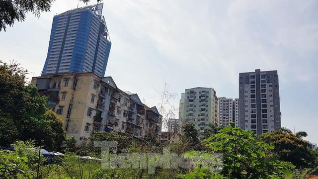 Cận cảnh ô đất vàng dịch vụ cuối cùng đô thị mẫu Hà Nội bỏ hoang 20 năm - Ảnh 11.