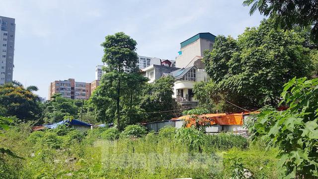 Cận cảnh ô đất vàng dịch vụ cuối cùng đô thị mẫu Hà Nội bỏ hoang 20 năm - Ảnh 12.