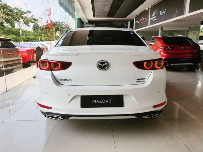 Có 850 triệu, an tâm chọn Mazda3 2020 hay liều mua Mercedes-Benz C300 AMG Plus 7 năm tuổi - Ảnh 3.