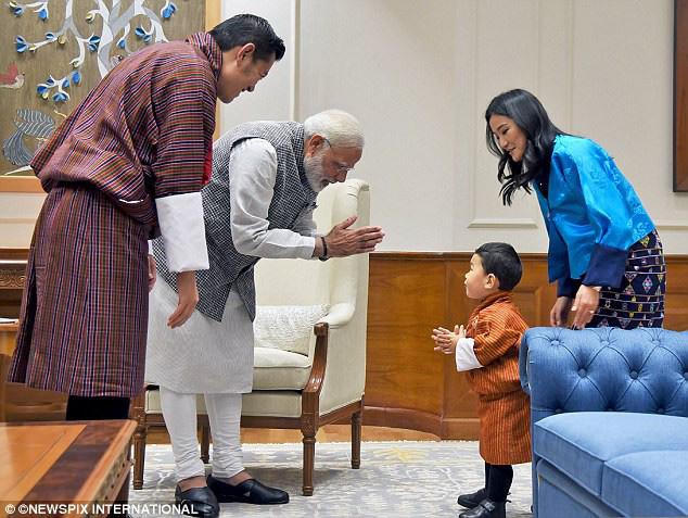 Hoàng tử nhí của Bhutan: Cứ ngỡ con vua thì phải sống sung túc, ai ngờ 20 năm không được tổ chức sinh nhật vì lý do này - Ảnh 3.