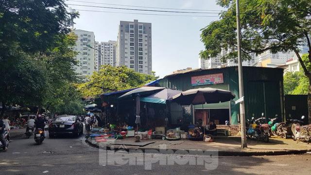 Cận cảnh ô đất vàng dịch vụ cuối cùng đô thị mẫu Hà Nội bỏ hoang 20 năm - Ảnh 4.