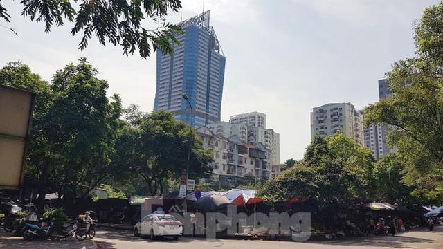 Cận cảnh ô đất vàng dịch vụ cuối cùng đô thị mẫu Hà Nội bỏ hoang 20 năm - Ảnh 5.