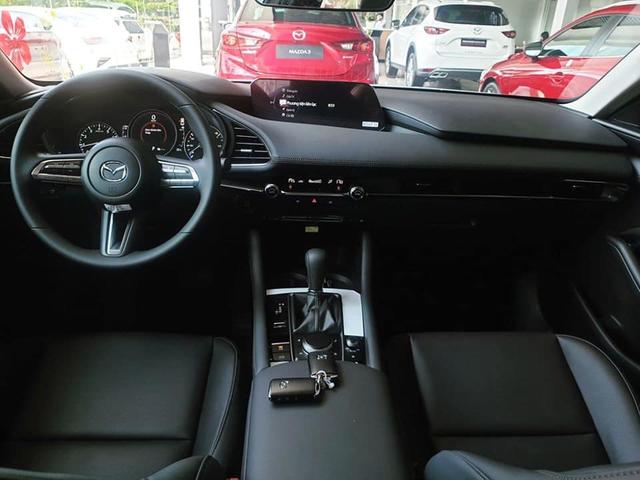 Có 850 triệu, an tâm chọn Mazda3 2020 hay liều mua Mercedes-Benz C300 AMG Plus 7 năm tuổi - Ảnh 7.