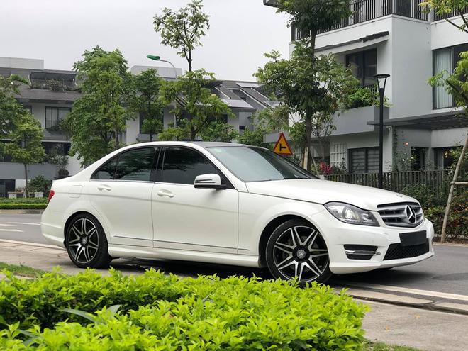 Có 850 triệu, an tâm chọn Mazda3 2020 hay liều mua Mercedes-Benz C300 AMG Plus 7 năm tuổi - Ảnh 8.