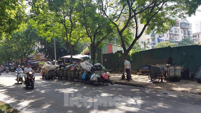 Cận cảnh ô đất vàng dịch vụ cuối cùng đô thị mẫu Hà Nội bỏ hoang 20 năm - Ảnh 10.