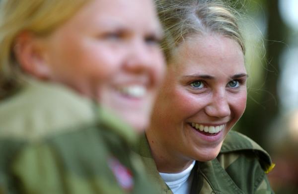 Nụ cười rạng rỡ của các nữ quân nhân trong giờ nghỉ.