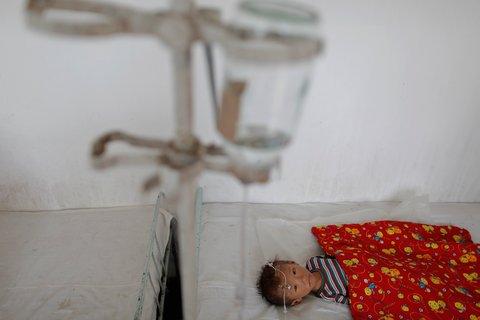 Một em bé Triều Tiên phải nằm bệnh viện vì suy dinh dưỡng nặng