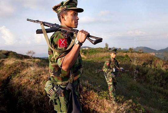 Một thành viên nhóm phiến quan Kachin