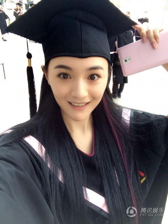 Cô gái xinh đẹp trong ngày tốt nghiệp Đại học.