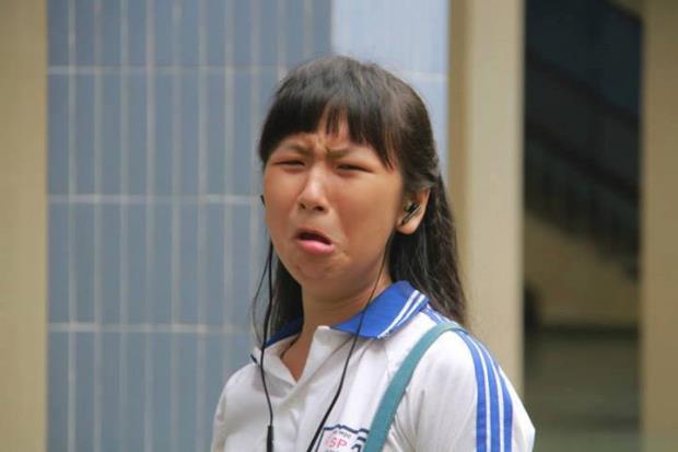 Đáng kể đầu tiên phải nói tới cô nữ sinh lắm chiêu Trang Hý. Đã có mắt rất nhiều clip, hình ảnh mà trong đó cô không ngại ngần làm xấu với những biểu cảm hài hước, chất giọng hơi khàn pha trộn giữa miền Nam và Bắc.
