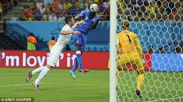 Anh tan vỡ sau bàn thắng của Balotelli