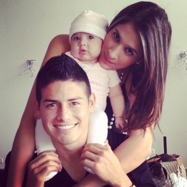 James bên gia đình nhỏ