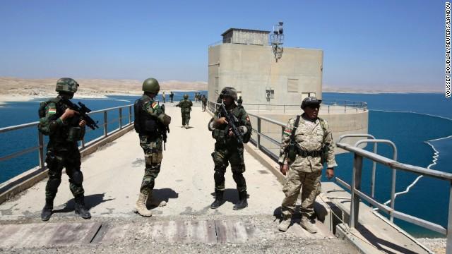 Lực lượng an ninh người Kurds bảo vệ đập Mosul sau khi chiếm lại được từ tay phiến quân ISIS hôm 18/8.