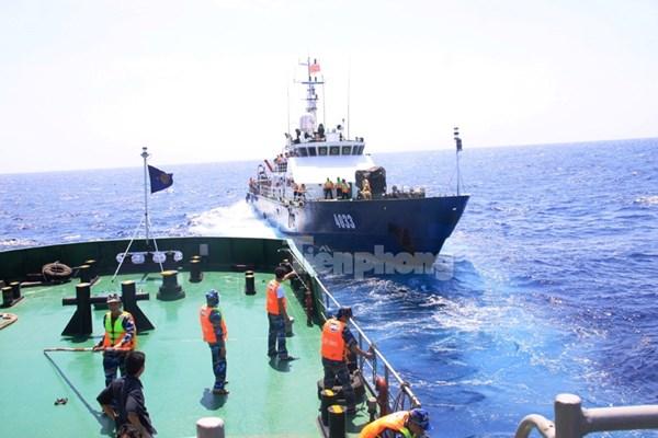 Một ví dụ khác là tàu CSB 4033 đã thoát khỏi vòng vây của các tàu hải cảnh Trung Quốc đang truy đuổi.