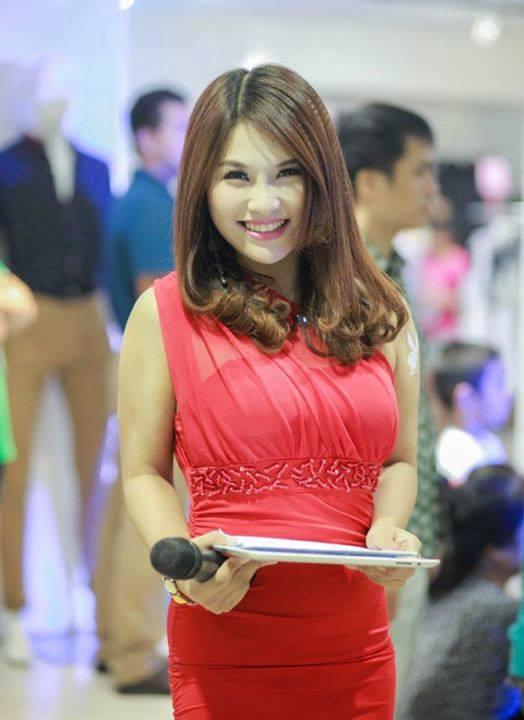 Những khán giả của VTC hẳn không xa lạ với MC Phạm Thị Thùy Dương. Chị là gương mặt MC khá thu hút của kênh truyền hình VTC 14.