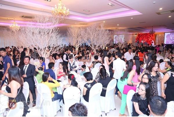 1000 khách mời tới chật kín nhà hàng