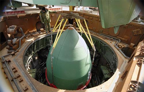 ICBM Satan đặt trong giếng phóng.
