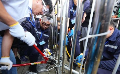 Rào chắn được dỡ bỏ ở khu Kim Chung sáng 18-11. Ảnh: SCMP