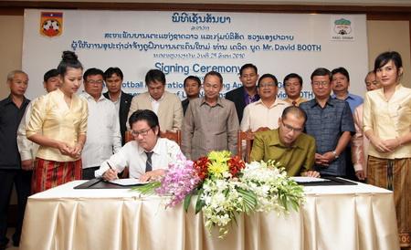 Tập đoàn Hoàng Anh Gia Lai tiếp tục giúp đỡ bóng đá Lào
