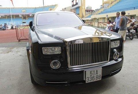Chiếc Rolls-Royce Phantom Rồng của bầu Kiên tính tới thời điểm hiện tại có giá lên tới 40 tỷ đồng.